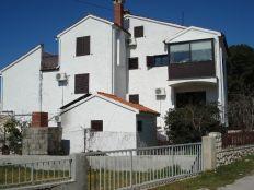 .::: 1. red uz marinu, uređena katnica sa 5 stanova :::.
